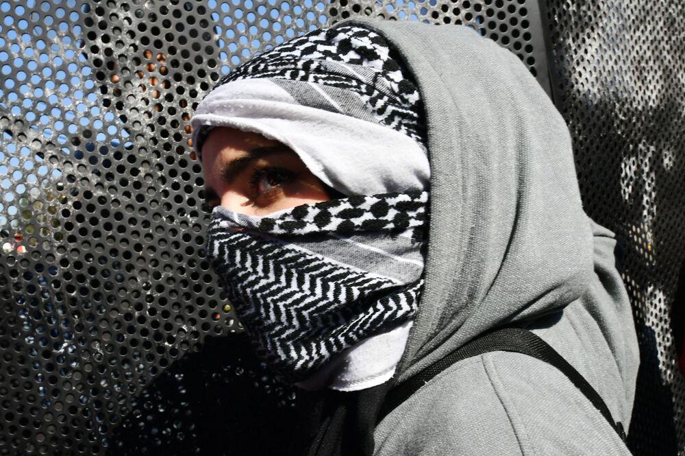 Manifestante durante protesto contra o Acordo do Século dos EUA para a solução do conflito israelense-palestino, próximo da embaixada americana na capital libanesa, Beirute