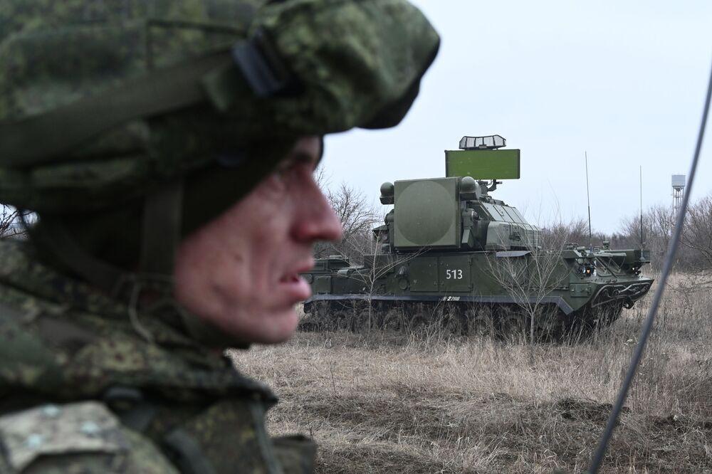 Sistema de defesa antiaérea russo Tor durante exercícios táticos do Distrito Militar do Sul da Rússia, na região de Rostov-no-Don