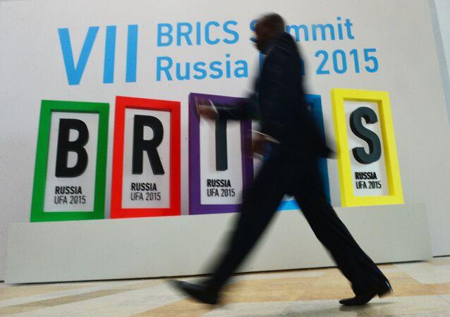 Logotipo da 7ª cúpula dos BRICS, em Ufa, na Rússia