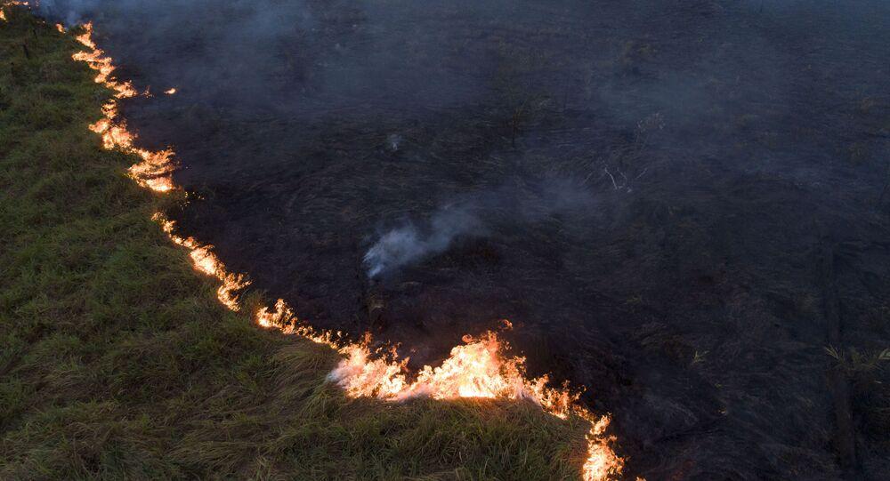Vista aérea de queimada na Floresta Amazônia, vista a partir da cidade de Porto Velho, capital de Rondônia