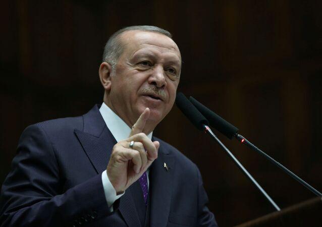 Presidente turco Tayyip Erdogan durante reunião no Parlamento em Ancara, Turquia, 5 de fevereiro de 2020 (foto de arquivo)