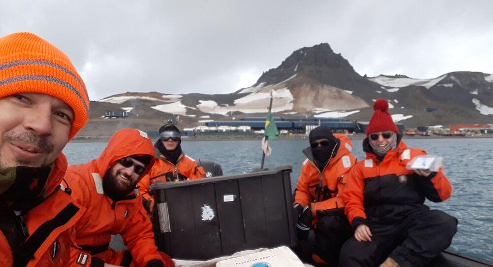 Pesquisadores brasileiros na Antártica