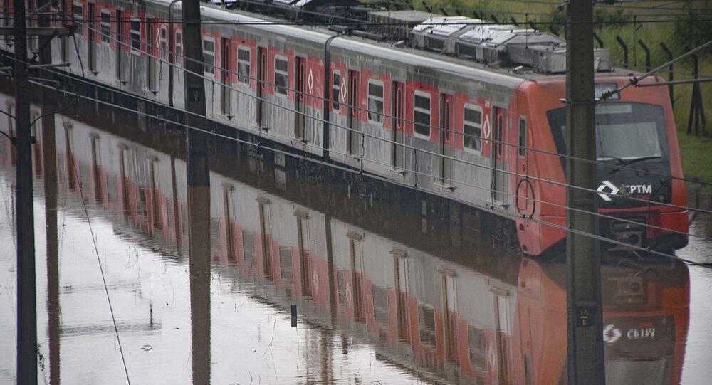 Ponto de alagamento na Ponte do Jaguaré nas proximidades do CEAGESP, em São Paulo (SP), durante chuvas em fevereiro de 2020.