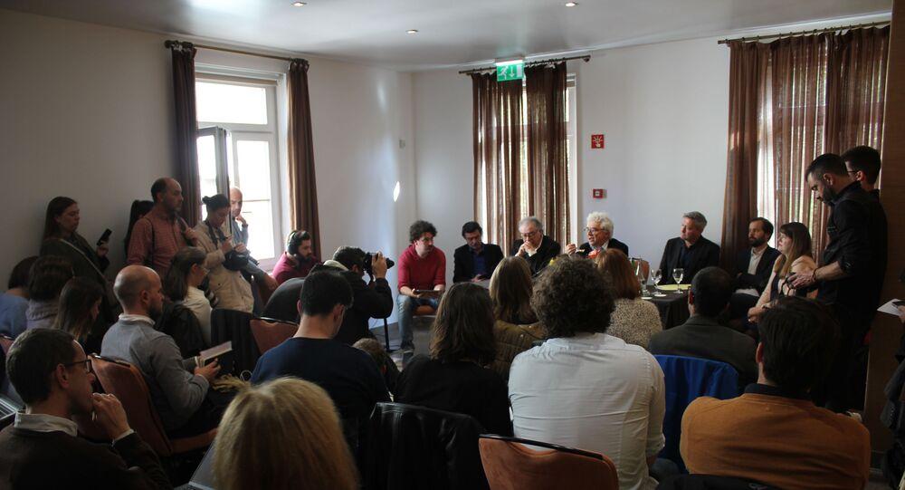 Representantes de consórcios jornalísticos e de plataformas de apoio a whitlesblowers se reunem para coletiva de imprensa em apoio a Rui Pinto