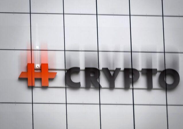 Logo da empresa suíça de equipamentos para criptografia Crypto AG, usada pela CIA para espionagem, na cidade de Steinhausen, na Suíça, em 13 de fevereiro de 2020