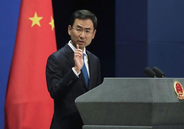 Porta-voz do ministério das Relações Exteriores da China, Geng Shuang, durante briefing, em Pequim (foto de arquivo)