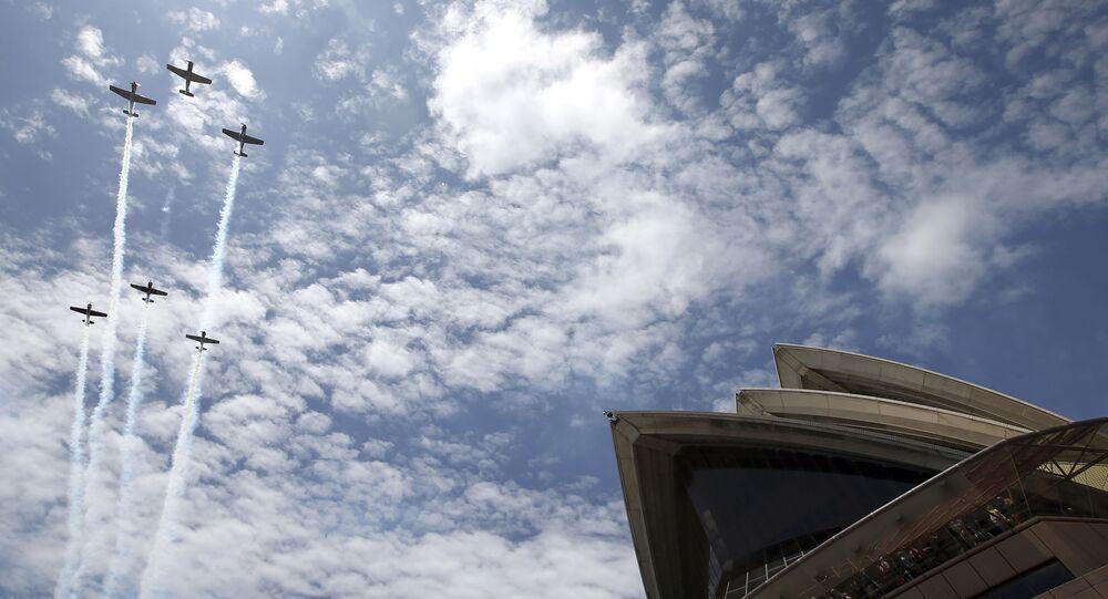 Força Aérea australiana sobrevoa a Casa de Ópera durante as celebrações do dia da Austrália, em Sydney (foto de arquivo)