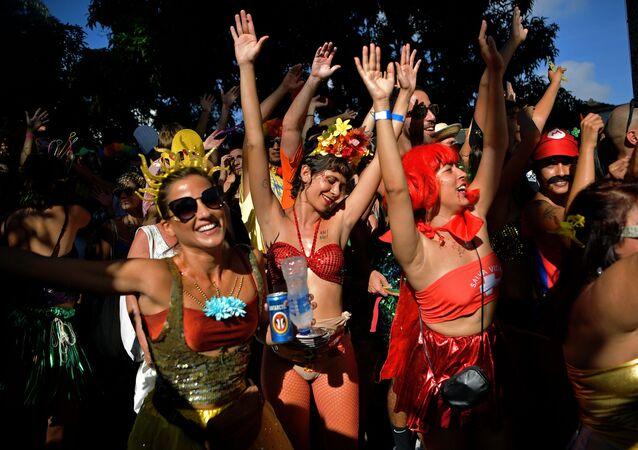 Bloco de rua Céu na Terra na véspera do Carnaval carioca