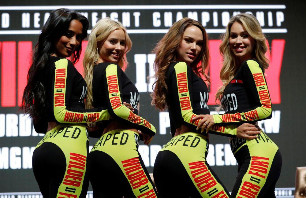 Moças durante o evento de boxe Deontay Wilder & Tyson Fury em Las Vegas, EUA