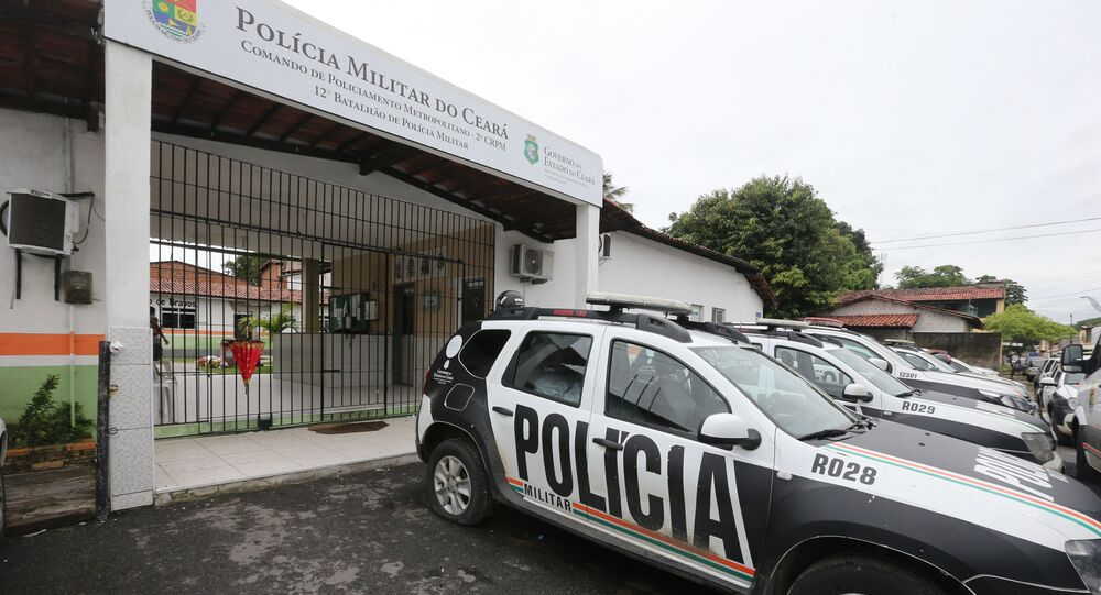 Viaturas paradas em frente ao 12 º Batalhão de Polícia Militar do Ceará, em Caucaia, Região Metropolitana de Fortaleza, durante motim de soldados da PM no estado