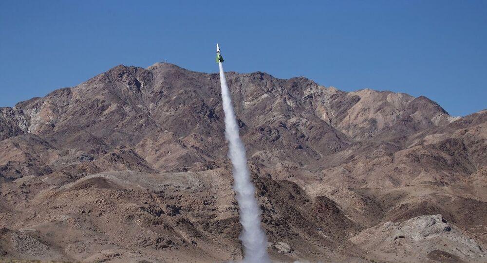 Americano Mike Hughes lançando-se em foguete em março de 2018, no deserto americano de Mojave (foto de arquivo)