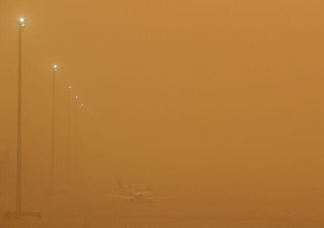Tempestade de areia em aeroporto