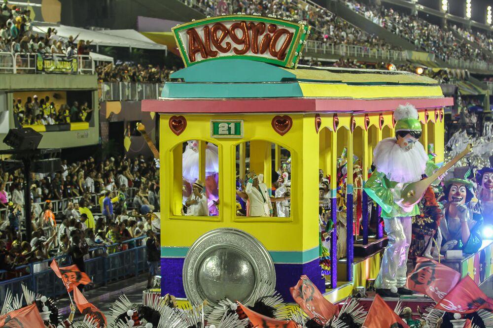 Carro alegórico da Imperatriz Leopoldinense na 2ª noite de desfiles da Séria A no Rio de Janeiro.