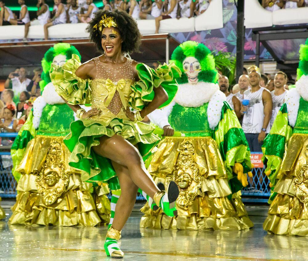 Passista da escola Imperatriz Leopoldinense no 2ª dia de desfiles da Série A no Rio de Janeiro.