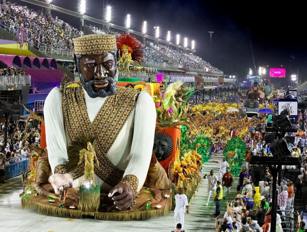 Carro Alegórico da Unidos de Bangu no 2ª dia de desfiles da Série A no Rio de Janeiro.