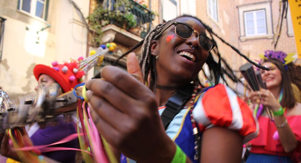 Foliã celebra o carnaval nas ruas de Lisboa.