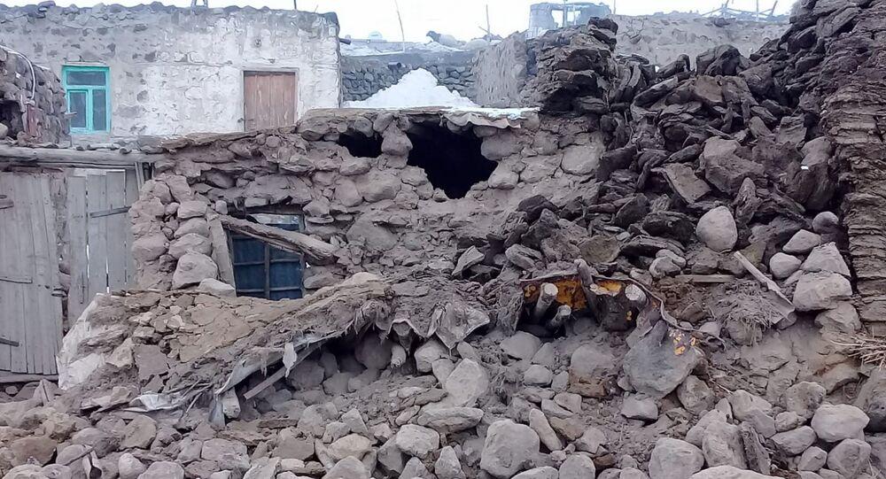 Terremoto na fronteira entre Turquia e Irã deixa 9 pessoas mortas e mais de 100 feridas.