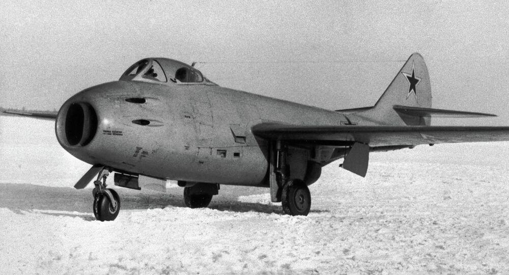 Caça soviético MiG-9