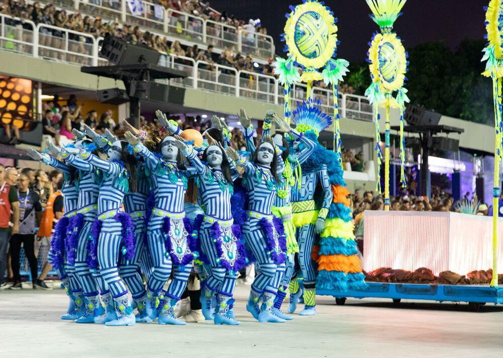 Comissão de Frente da Portela durante desfile do Grupo Especial no carnaval de 2020.
