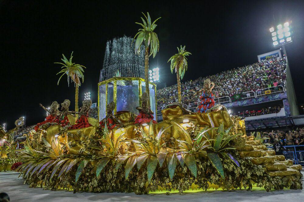 Carro Alegórico da Estácio durante desfile do Grupo Especial no carnaval de 2020.