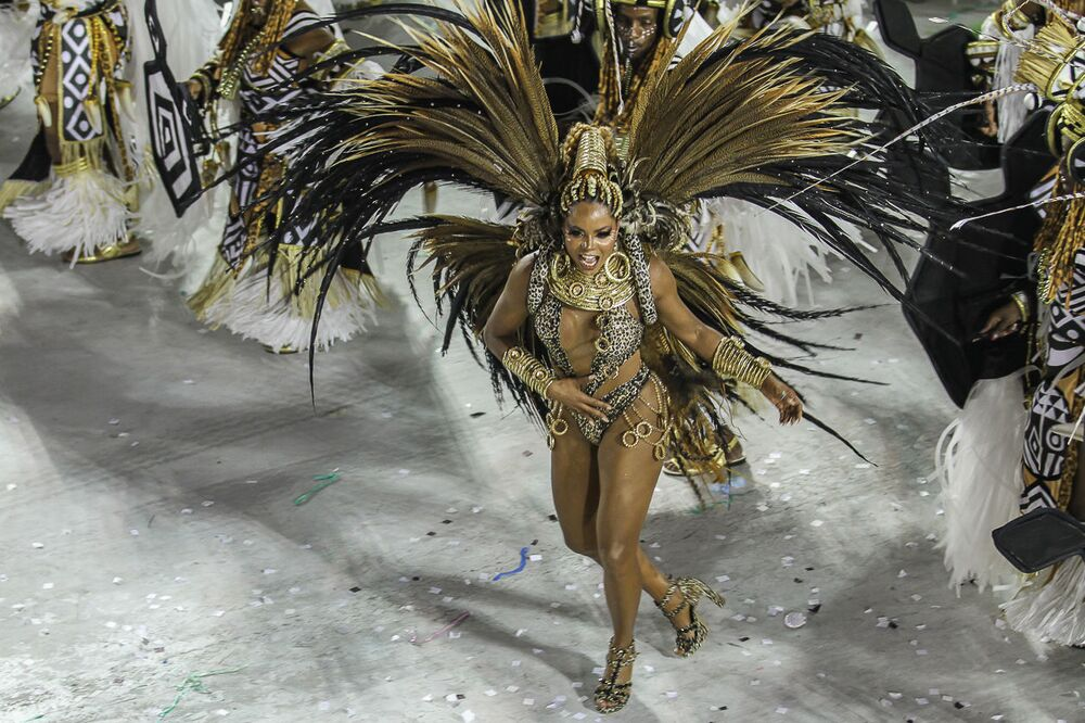 Passista da Grande Rio durante desfile do Grupo Especial no carnaval de 2020.