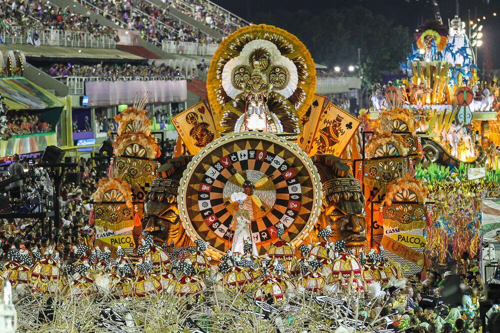 Carro Alegórico da Grande Rio durante desfile do Grupo Especial no carnaval de 2020.