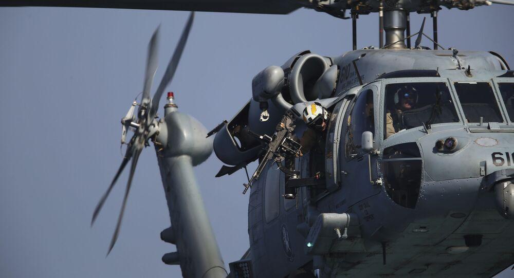 Helicóptero MH-60 Seahawk pousa em porta-avião da Marinha dos EUA (foto de arquivo)