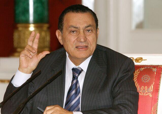 Presidente Hosni Mubarak, durante coletiva de imprensa, em 2004, em Moscou, na Rússia.