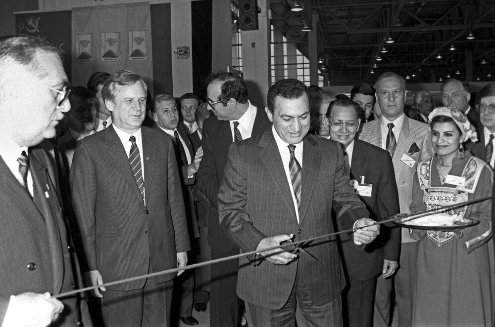 Presidente do Egito, Hosni Mubarak, durante a abertura da exposição Egito e União Soviética, em Moscou, em 1990