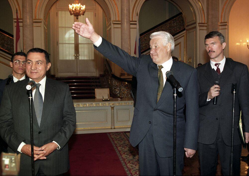 Hosni Mubarak em visita à Rússia, então liderada pelo presidente Boris Yeltsin, em 1997