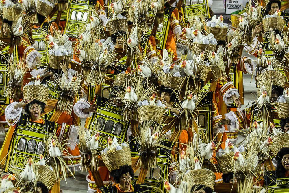 São Clemente se apresentou na segunda noite de desfiles do Grupo Especial