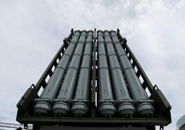 Tubos de lançamento de mísseis do sistema de defesa antiaéreo russo S-350 Vityaz