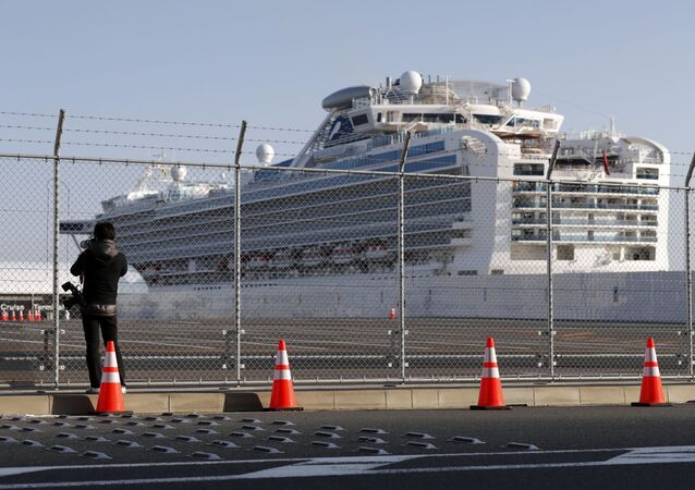 Cruzeiro japonês Diamond Princess que estava em quarentena na cidade de Yokohama, no Japão.
