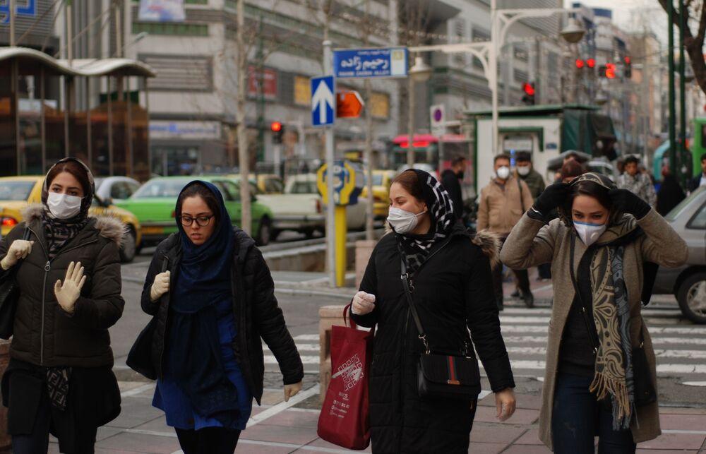 Mulheres iranianas com máscaras em meio a propagação do coronavírus, Teerã, Irã