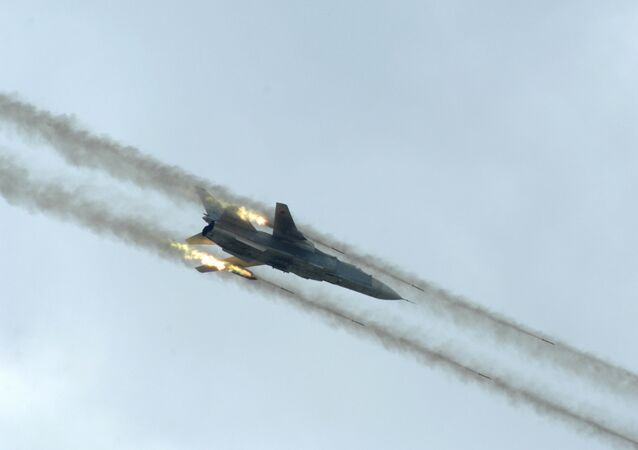 Caça russo Su-24 visto durante exercício conjunto Rússia-China, na China (imagem referencial)