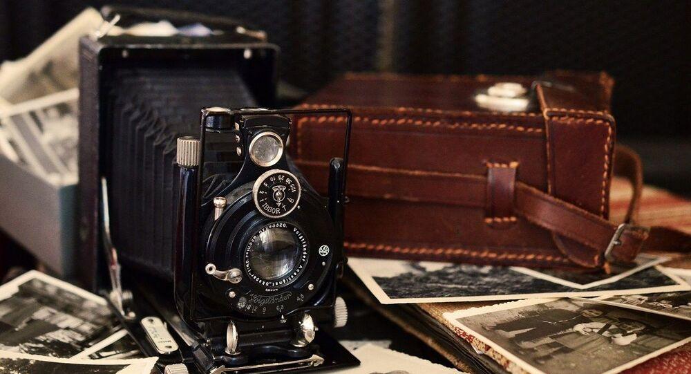 Câmera de fotografia antiga (foto de arquivo)