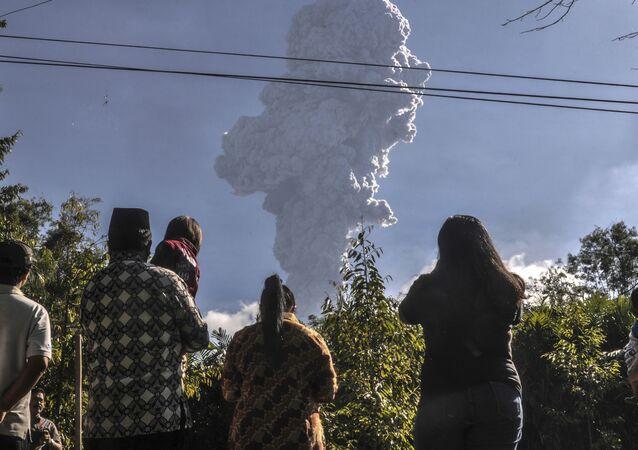Erupção do vulcão Merapi na Indonésia