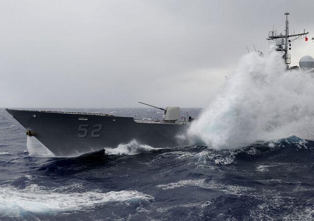 Ondas atingem o USS Bunker Hill
