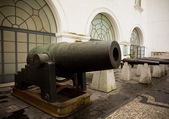 O cannhão Cristão, que foi feito com bronze de sinos de igrejas paraguaias e pego pelo Brasil como troféu, na Guerra do Paraguai