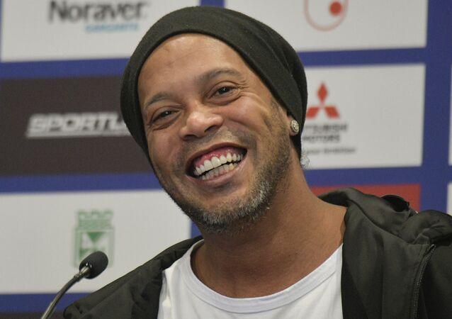 Ronaldinho Gaúcho em coletiva de imprensa em Bogotá, Colômbia, 16 de outubro de 2019