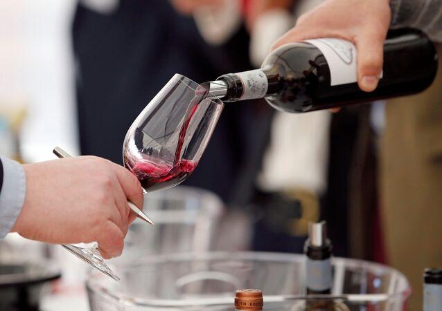 Degustação de vinho em França (imagem referencial)