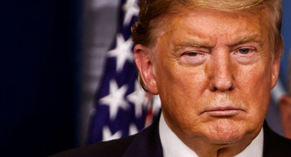 Presidente dos EUA, Donald Trump, durante a coletiva de imprensa diária realizada na Casa Branca sobre assuntos relacionados ao coronavírus, em Washington, EUA, em 9 de março de 2020