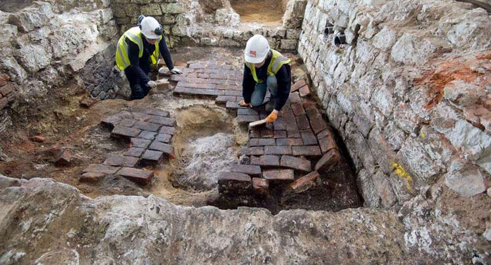 Trabalhos arqueológicos no porão do Instituto de Arte Courtauld, Londres