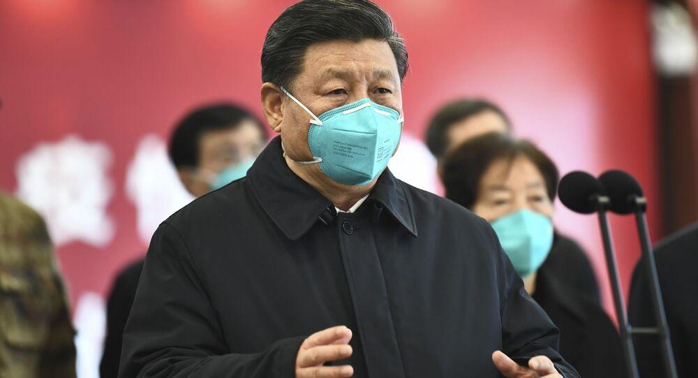 Presidente da China, Xi Jinping, visita pacientes e médicos no hospital Huoshenshan, em Wuhan, em 10 de março de 2020