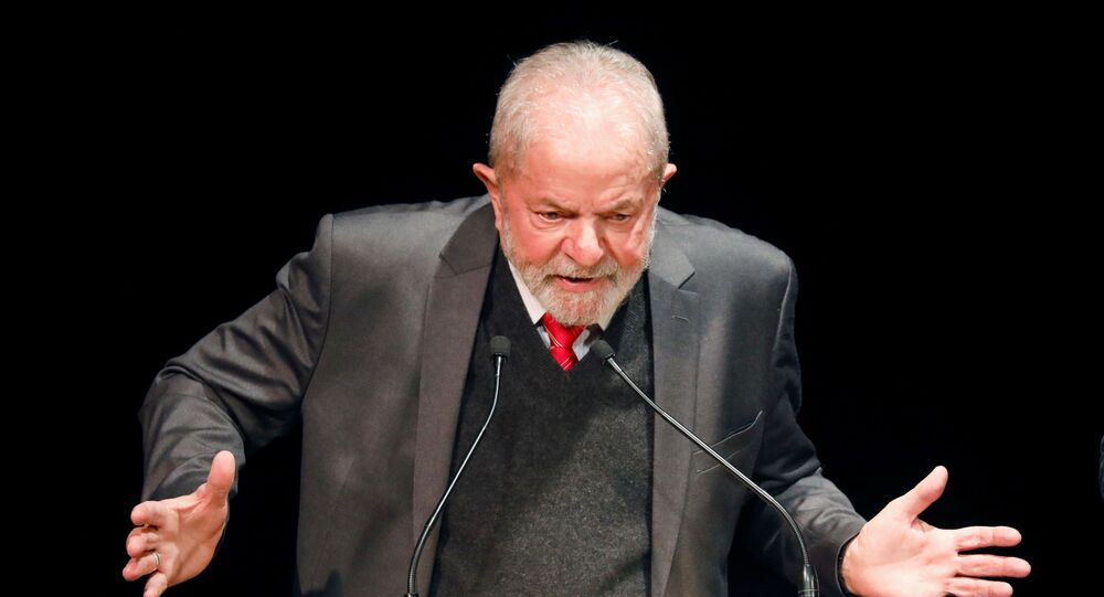 E-presidente Luiz Inácio Lula da Silva fala em evento em Paris durante viagem para Europa