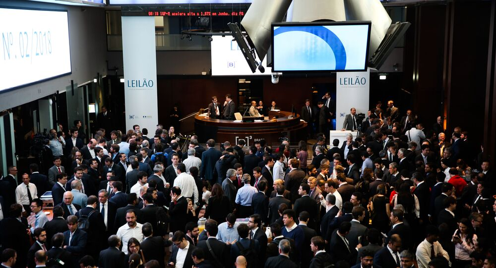 Investidores lotam o saguão da B3 (Bolsa de valores), em São Paulo.