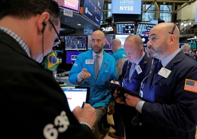 Negociadores trabalham no andar da Bolsa de Nova York (NYSE), nos EUA, em 10 de março de 2020