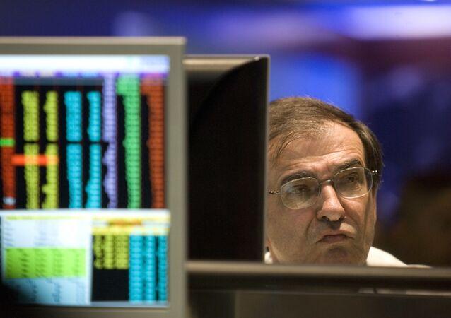 Operador da bolsa de valores Bovespa em São Paulo