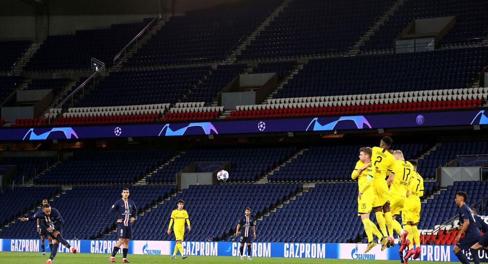 Partida entre Paris Saint-Germain e Borussia Dortmund, válida pela Liga dos Campeões da Europa, não contou com a presença de torcedores por determinação da prefeitura de Paris em decorrência da pandemia de COVID-19.