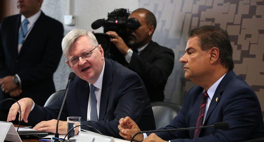 Nestor Foster e o senador Nelsinho Trad durante sabatina na Comissão de Relações Exteriores do Senado em Brasília